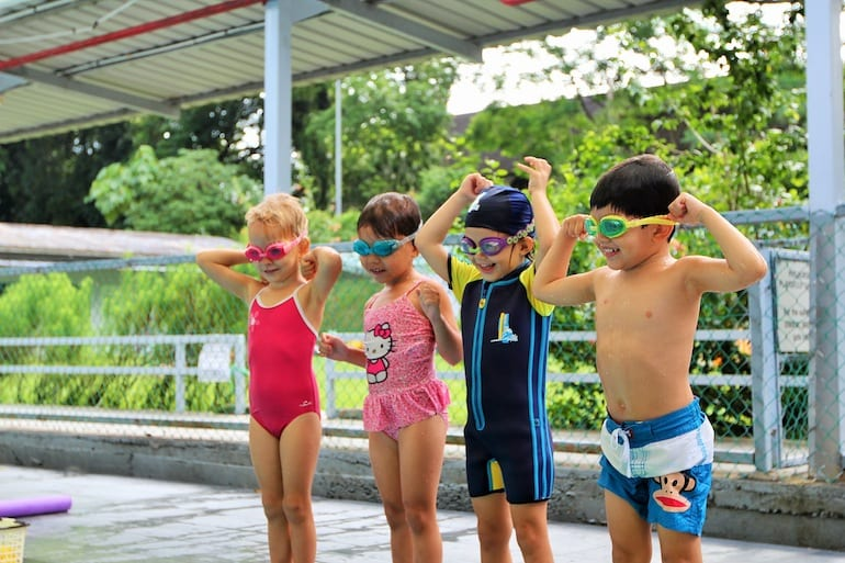 Kids' swimming lessons in Singapore: 5 things you should know about learning to swim